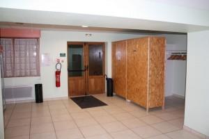 entrée principale et vestiaire